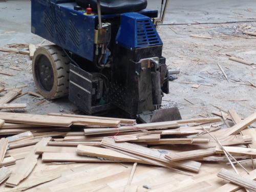 Stripning af trægulv. 16 mm. parketstave