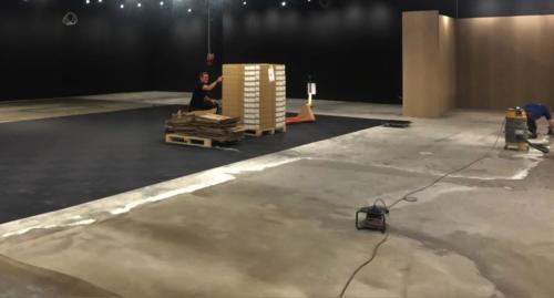 Klargøring af undergulv og montering af tæppefliser. Power butik