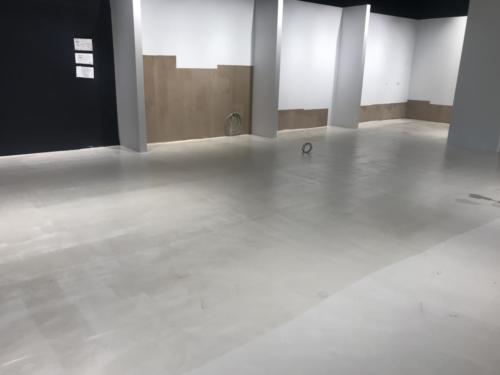 Lim på gulvet