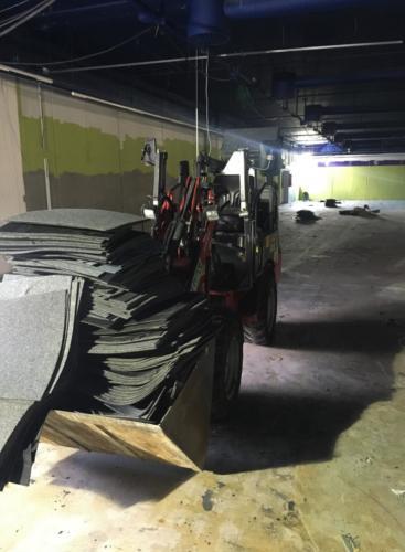 Tæppeflise affald efter stripning
